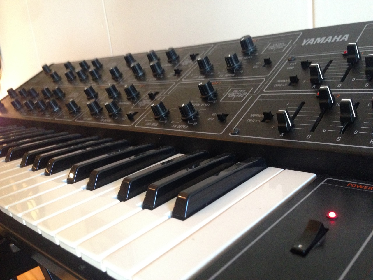 Sweet Yamaha CS15 duophonic synth. Vintage and sweet sounds! Great company for the micro moog.